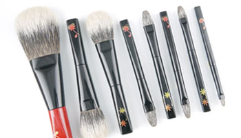 White Canadian Squirrel Brush is Back !