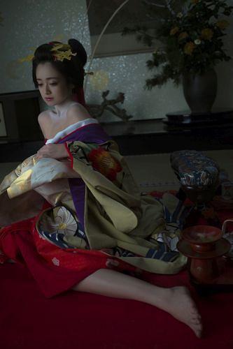 Yumi adachi a courtesan with flowered skin 2